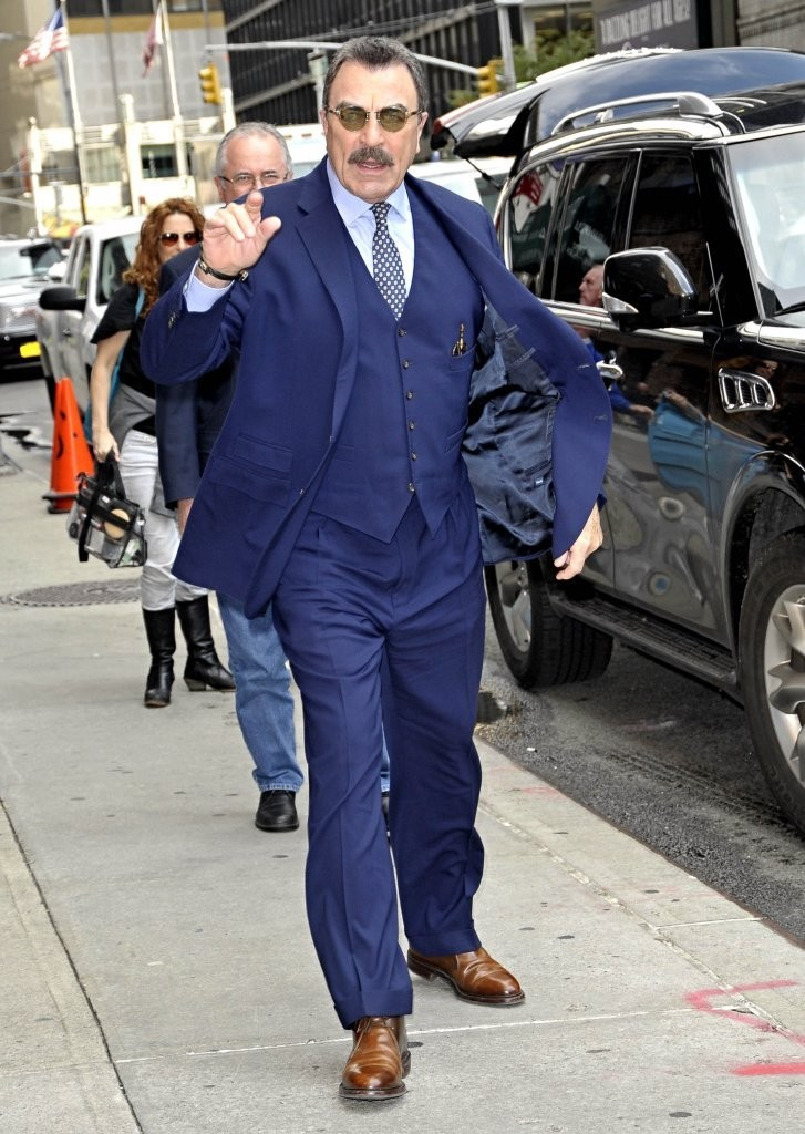 Tom selleck drops by 39 the late show with david letterman - Tom selleck shows ...