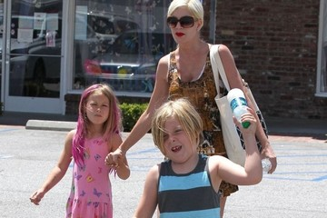 Tori Spelling Tori Spelling and Dean McDermott Out with the Kids