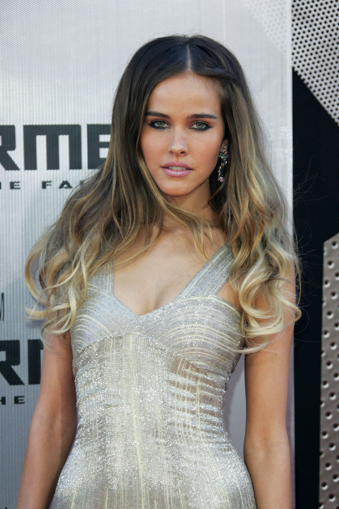 Isabel Lucas Photos Photos Transformers Revenge Of The