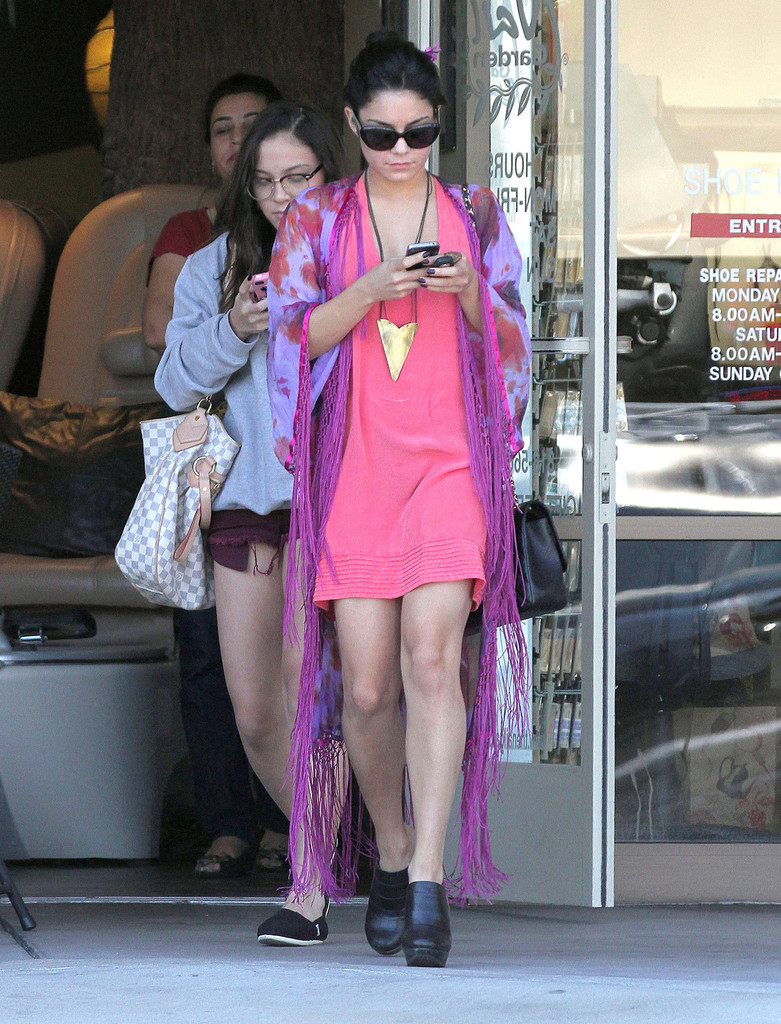 Stella hudgens in vanessa hudgens and sister leaving a for 4 sisters nail salon