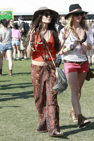 Vanessa Hudgens Vanessa Hudgens has fun with her friends at Coachella. Vanessa had on a hippy style outfit and the same big floppy hat that she wore to the festival last year.