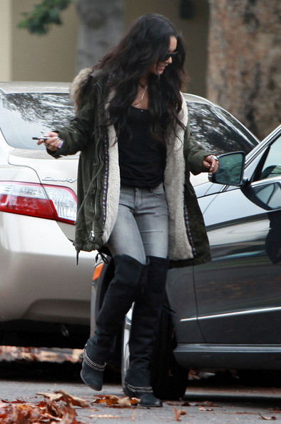 Vanessa Hudgens Actress Vanessa Hudgens stopping by her moms house and then heading to Burbank Fireplace And BBQ for some lunch in Burbank, CA.
