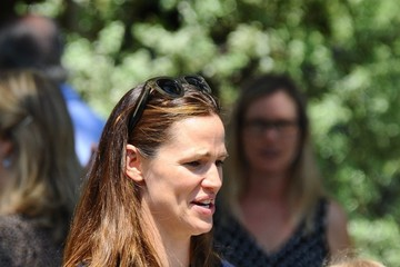 Violet Affleck Jennifer Garner & Violet Affleck Attend Church