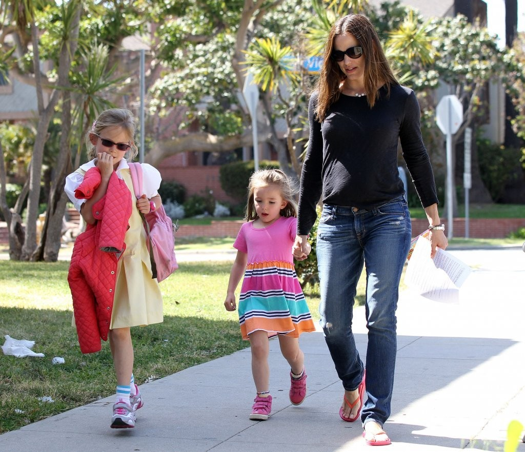 Violet Affleck - Jennifer Garner Picks Up Violet From School