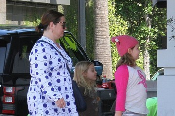 Vivian Falcone Melissa McCarthy Takes Her Daughters Out for Breakfast