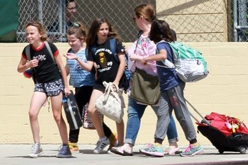 Vivian Falcone Melissa McCarthy With Her Daughters In LA