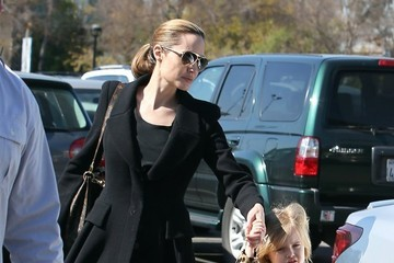 Vivienne Jolie Pitt Brad & Angelina Take The Twins To The Museum