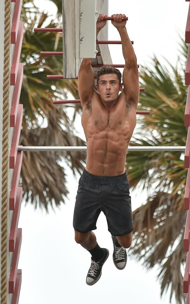 Zac Efron Photos Photos Zac Efron Shirtless On The Set