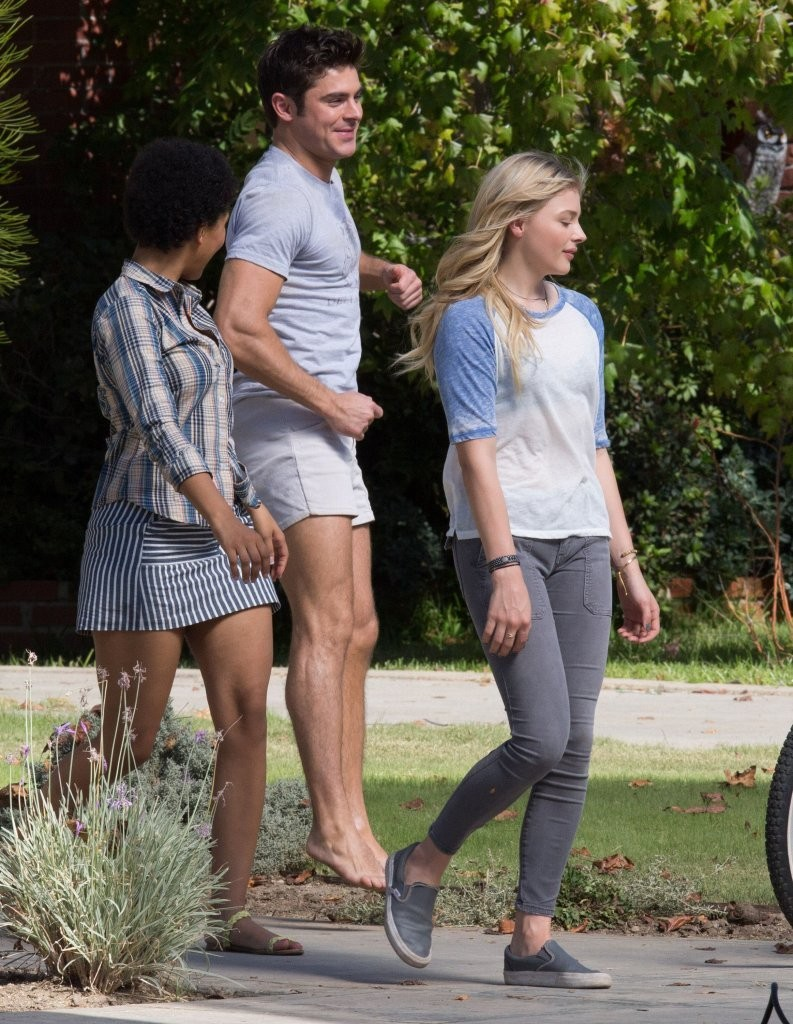 77fed18ef5f2f Zac Efron at Stars on the Set of  Neighbors 2  Sorority Rising  in ...