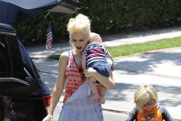Zuma Rossdale Gwen Stefani & Family Spend The Fourth With Grandpa