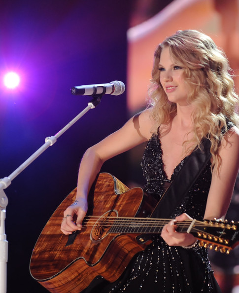 Taylor Swift 2009 Cma. Taylor Swift Singer/Songwriter