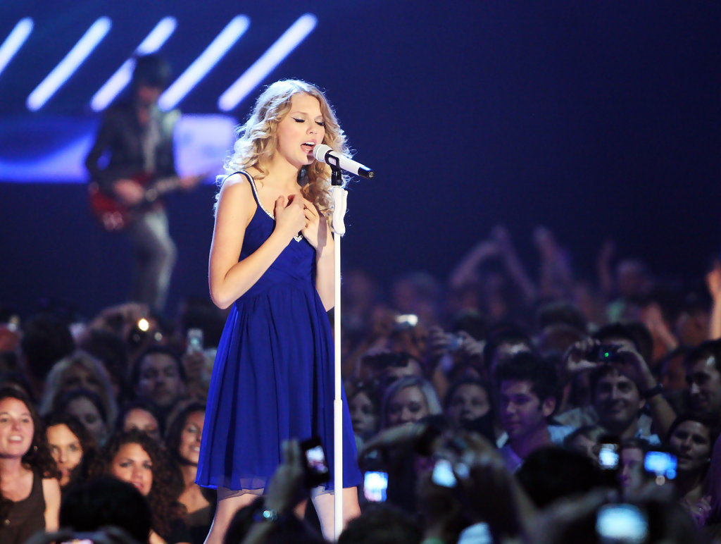 Taylor Swift in 2009 CMT Music Awards - Show - Zimbio