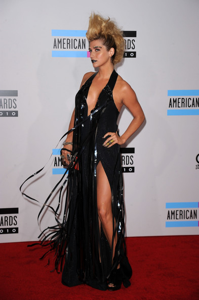 Singer Kesha  arrives at the 2010 American Music Awards held at Nokia Theatre L.A. Live on November 21, 2010 in Los Angeles, California.