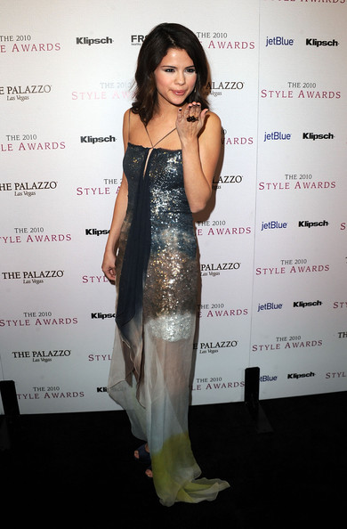 Singer/actress Selena Gomez arrives at the 2010 Hollywood Style Awards at the Hammer Museum on December 12, 2010 in Westwood, California.