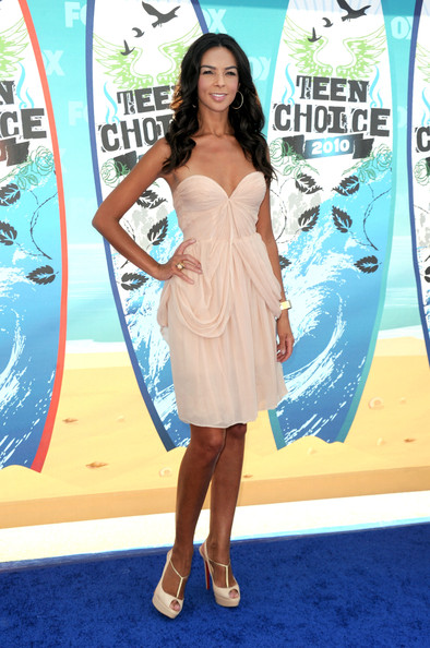 Television personality Terri Seymour arrives at the 2010 Teen Choice Awards at Gibson Amphitheatre on August 8, 2010 in Universal City, California.