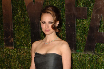 Natalie Portman 2010 Vanity Fair Oscar Party Hosted By Graydon Carter - Arrivals