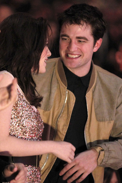 Actors Kristen Stewart and Robert Pattinson attend the 2011 People's Choice