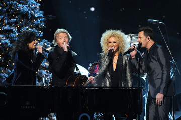 Little Big Town Kimberly Schlapman 2011 Country Christmas
