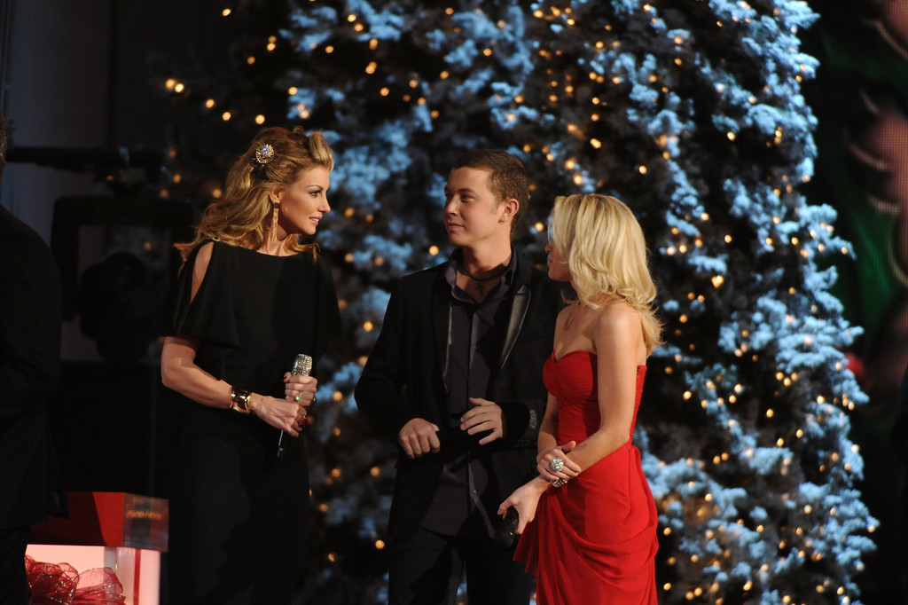 Faith Hill Photos Photos - 2011 Country Christmas - Zimbio