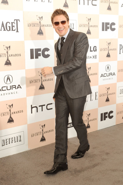 Actor Jeremy Renner arrives at the 2011 Film Independent Spirit Awards at Santa Monica Beach on February 26, 2011 in Santa Monica, California.