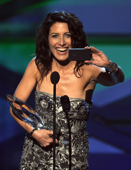 Actress Lisa Edelstein accepts the Favorite TV Drama Actress award onstage during the 2011 People's Choice Awards at Nokia Theatre L.A. Live on January 5, 2011 in Los Angeles, California.