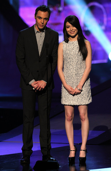 Actors Jim Parsons (L) and Miranda Cosgrove speak onstage during the 2011 People's Choice Awards at Nokia Theatre L.A. Live on January 5, 2011 in Los Angeles, California.