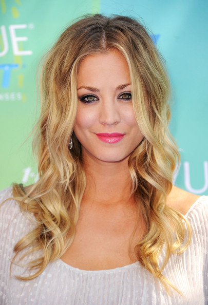 Actress Kaley Cuoco arrives at the 2011 Teen Choice Awards held at the Gibson Amphitheatre on August 7, 2011 in Universal City, California.