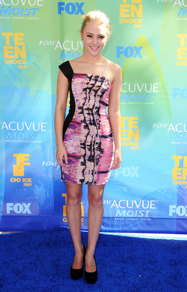 Actress AnnaSophia Robb arrives at the 2011 Teen Choice Awards held at the Gibson Amphitheatre on August 7, 2011 in Universal City, California.