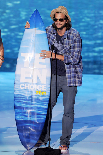 Actor Ashton Kutcher accepts the Choice Movie Actor: Romantic Comedy award onstage during the 2011 Teen Choice Awards held at the Gibson Amphitheatre on August 7, 2011 in Universal City, California.