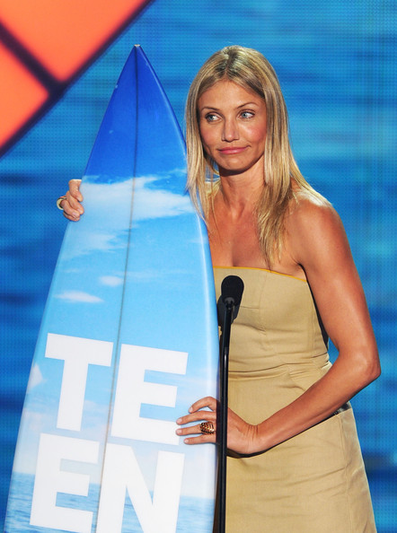 Actress Cameron Diaz accepts the Choice Comedy Movie Actress award onstage during the 2011 Teen Choice Awards held at the Gibson Amphitheatre on August 7, 2011 in Universal City, California.
