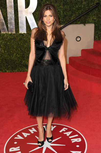 Actress Eva Mendes arrives at the Vanity Fair Oscar party hosted by Graydon Carter held at Sunset Tower on February 27, 2011 in West Hollywood, California.