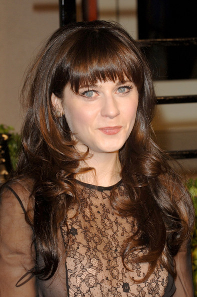 Actress Zooey Deschanel arrives at the Vanity Fair Oscar party hosted by Graydon Carter held at Sunset Tower on February 27, 2011 in West Hollywood, California.