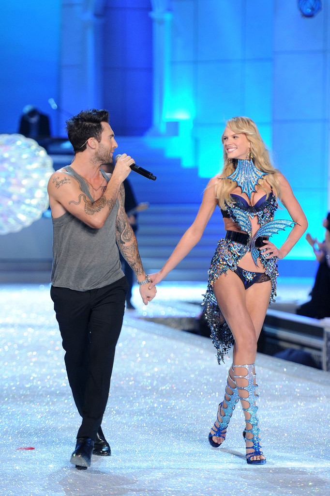 Adam Levine Photos Photos 2011 Victoria 39 S Secret Fashion