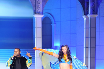 Adriana Lima 2011 Victoria's Secret Fashion Show - Performance