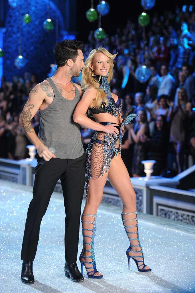Adam Levine In 2011 Victoria 39 S Secret Fashion Show