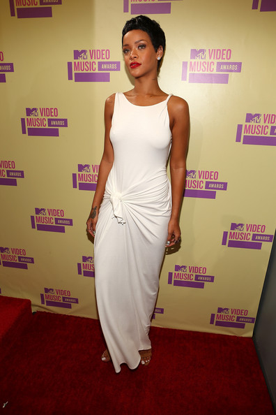 Singer Rihanna arrives at the 2012 MTV Video Music Awards at Staples Center on September 6, 2012 in Los Angeles, California.