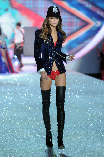 Model Kasia Struss walks the runway at the 2013 Victoria's Secret Fashion Show at Lexington Avenue Armory on November 13, 2013 in New York City.