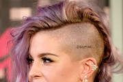 TV personality Kelly Osbourne, fashion detail, attends the 2015 MTV Video Music Awards at Microsoft Theater on August 30, 2015 in Los Angeles, California.