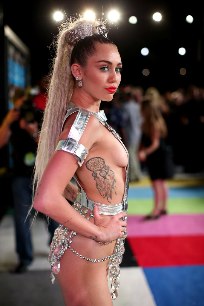 Miley Cyrus Maybe Didn T Realize She Got A Tattoo Of Saturn Celebrity News Zimbio