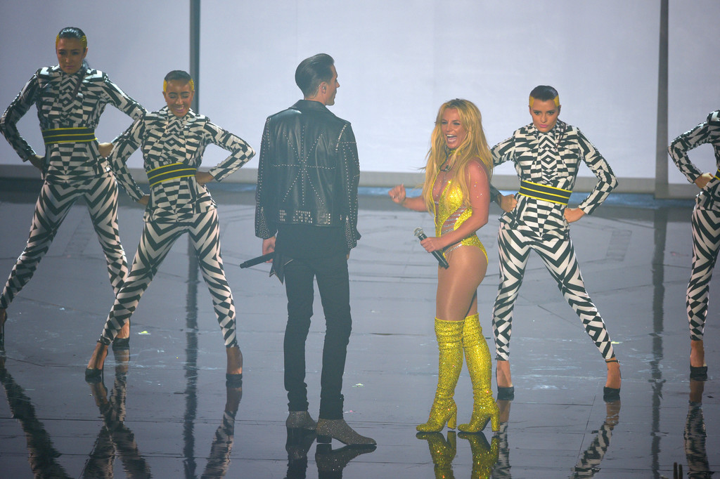 Britney Spears' 2016 VMAs Performance Was Unfortunately Not the VMAs 'Comeback' Everyone's Been Hoping for