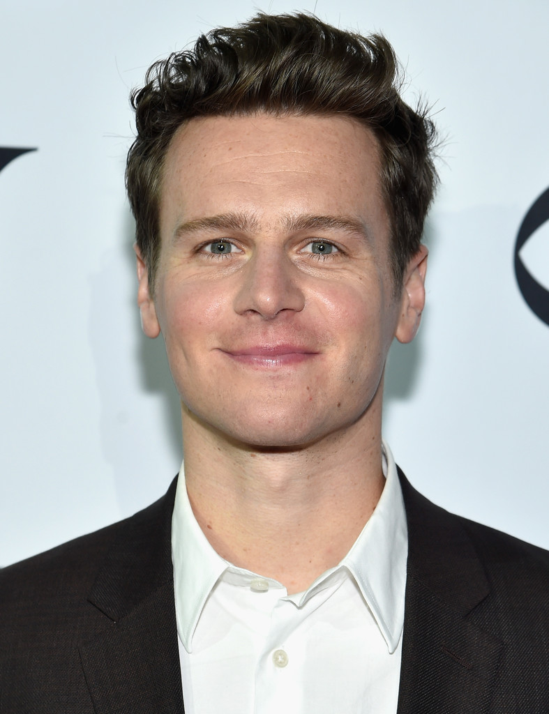 jonathan groff - photo #13