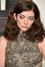 Lorde wore her hair down to her shoulders in a voluminous wavy style during the Vanity Fair Oscar party.