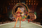 Devon Windsor - All of the Looks from the 2016 Victoria's Secret Fashion Show
