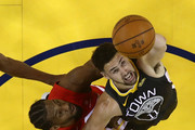 Kawhi Leonard #2 of the Toronto Raptors battles for the ball with Klay Thompson #11 of the Golden State Warriors during Game Four of the 2019 NBA Finals at ORACLE Arena on June 07, 2019 in Oakland, California. NOTE TO USER: User expressly acknowledges and agrees that, by downloading and or using this photograph, User is consenting to the terms and conditions of the Getty Images License Agreement.