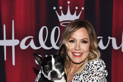 Jennie Garth and Mokee the dog arrive at the 2020 American Rescue Dog Show at Barker Hangar on January 19, 2020 in Santa Monica, California.