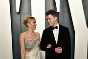 Scarlett Johansson and Colin Jost attend the 2020 Vanity Fair Oscar Party hosted by Radhika Jones at Wallis Annenberg Center for the Performing Arts on February 09, 2020 in Beverly Hills, California.