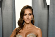 Jessica Alba attends the 2020 Vanity Fair Oscar Party hosted by Radhika Jones at Wallis Annenberg Center for the Performing Arts on February 09, 2020 in Beverly Hills, California.