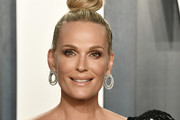 Molly Sims attends the 2020 Vanity Fair Oscar Party hosted by Radhika Jones at Wallis Annenberg Center for the Performing Arts on February 09, 2020 in Beverly Hills, California.