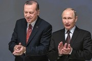 Turkish President Recep Tayyip Erdogan (L) and Russian President Vladimir Putin applaud during the 23rd World Energy Congress on October 10, 2016 in Istanbul..Putin visits Turkey on October 10 for talks with counterpart Recep Tayyip Erdogan, pushing forward ambitious joint energy projects as the two sides try to overcome a crisis in ties.. / AFP / OZAN KOSE