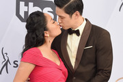 Shelby Rabara (L) and Harry Shum Jr. attend the 25th Annual Screen Actors Guild Awards at The Shrine Auditorium on January 27, 2019 in Los Angeles, California. 480645